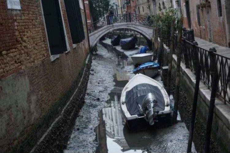 У Венеції пересохли легендарні канали, гондоли застрягли в калюжах