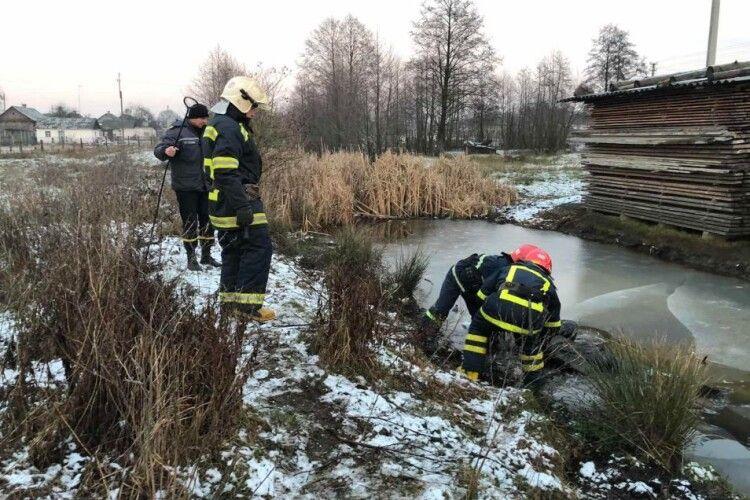 На Поліссі в меліоративній канаві виявили мертвого чоловіка