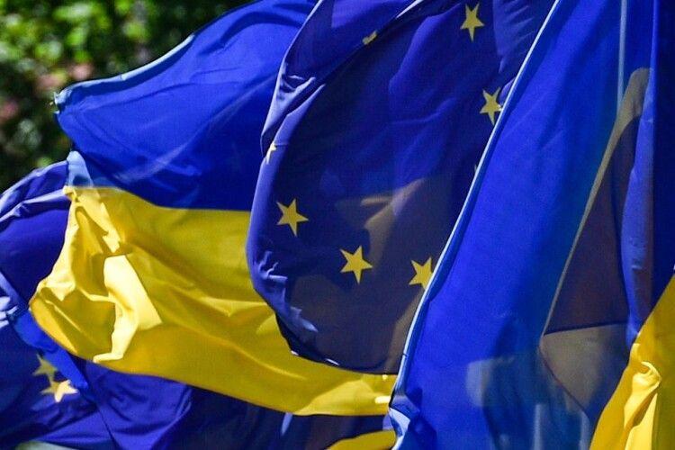 «Пекельні антиросійські санкції» Євросоюзу допомагала складати партія Порошенка