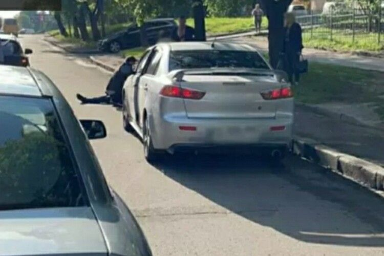 У Рівному автомобіль збив чоловіка (Відео)