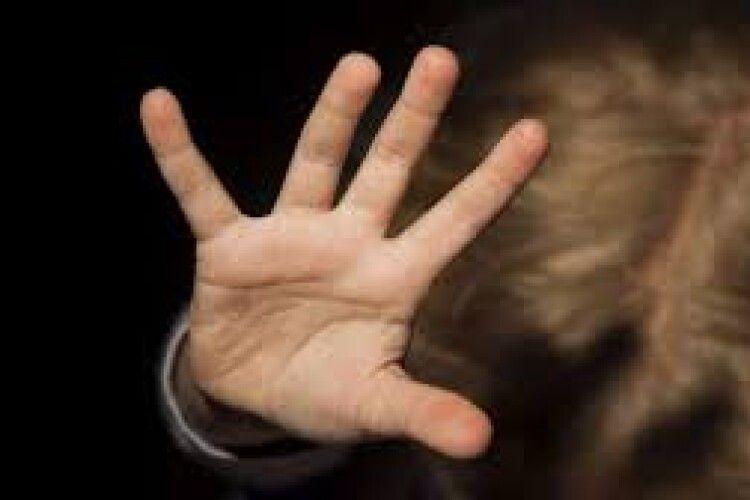На території дачного масиву вчинив розпусні дії: волинянин розбещував 14-річного хлопця