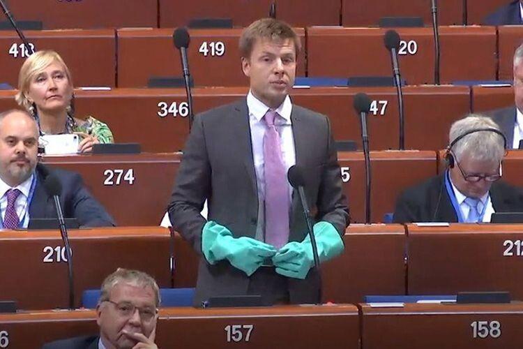 Нардеп Олексій Гончаренко:  «Порошенко нам завжди допомагав у ПАРЄ, Зеленський так не може»