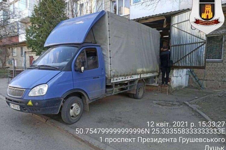 У Луцьку штрафують горе-паркувальників (Фото)