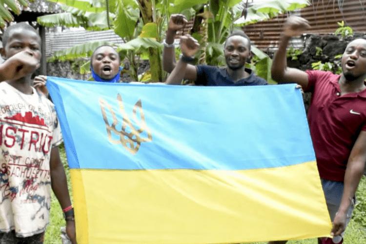 «Відразу видно, що не москалі...»: конголезці зворушливо привітали українців із Днем ЗСУ (Відео)