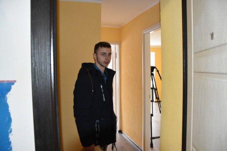 У Луцьку сиротам вручили ключі від квартири