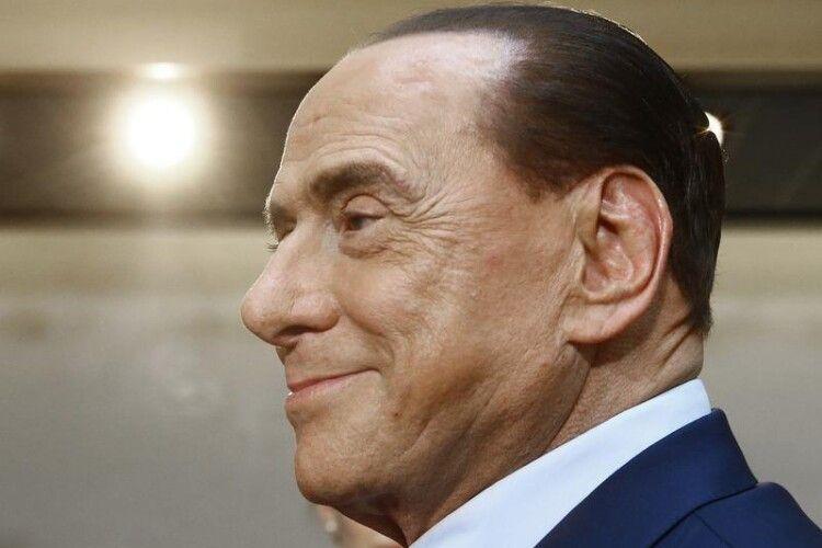 Сільвіо Берлусконі підчепив COVID-19: шпиталізували із двосторонньою пневмонією