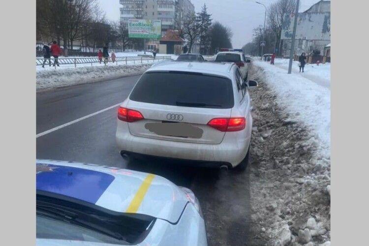 У Володимирі-Волинському оштрафували водія, який дрифтував посеред площі