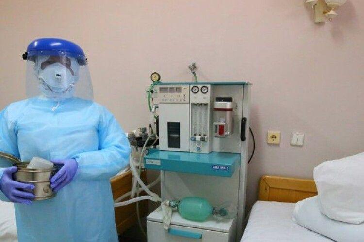 На Рівненщині 12 лікарень приймають СOVID-хворих. Просять відкрити ще три