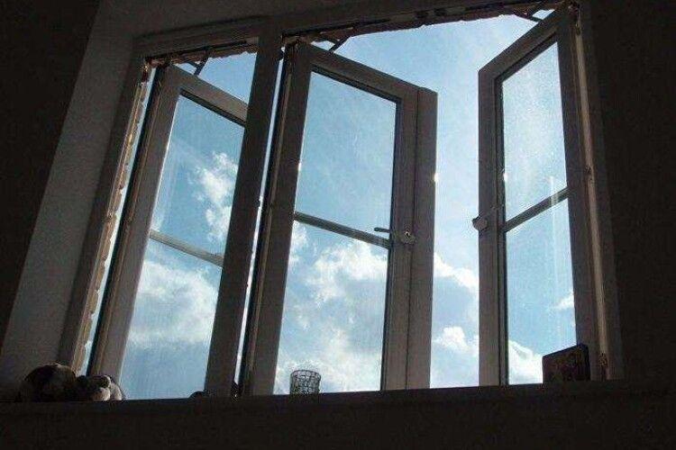 У лікарні пацієнт дивився телевізор і вистрибнув із вікна