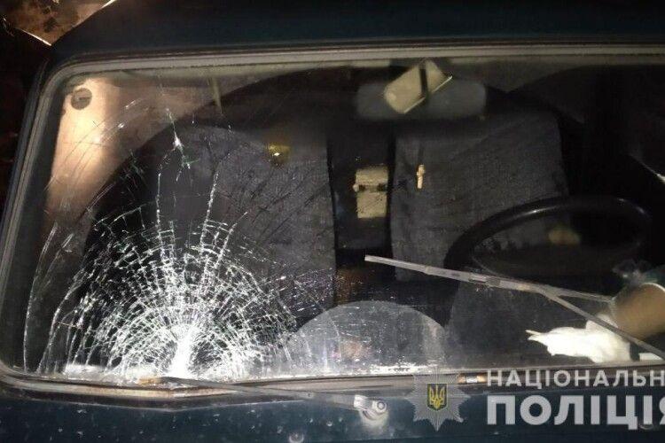 У Рівному авто наїхало на батька із трирічним сином у візку (Фото)