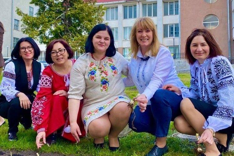 У Луцьку посадили улюблені квіти Лесі Українки (Фото)