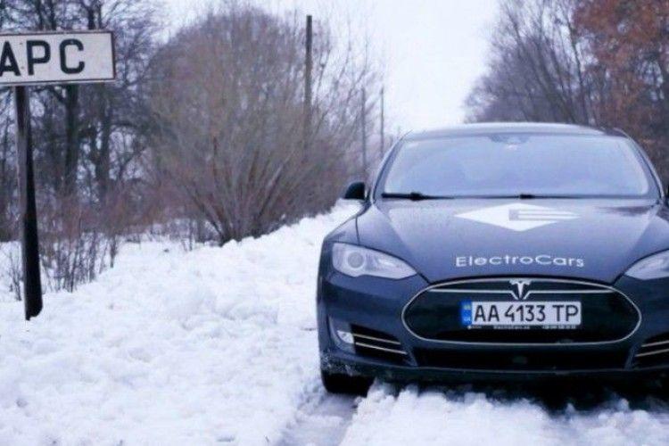 Маск схвалює. Глава Tesla відреагував на фото Model S в українському селі Марс