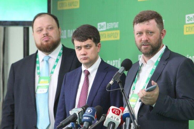 «Слуга народу» опустилася на третє місце в рейтингу партій – нове опитування
