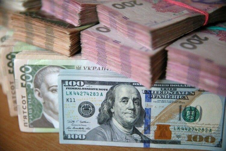 Скільки коштуватиме долар в Україні восени