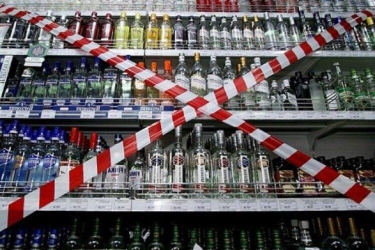В Україні заборонять продавати алкоголь і цигарки у супермаркетах?