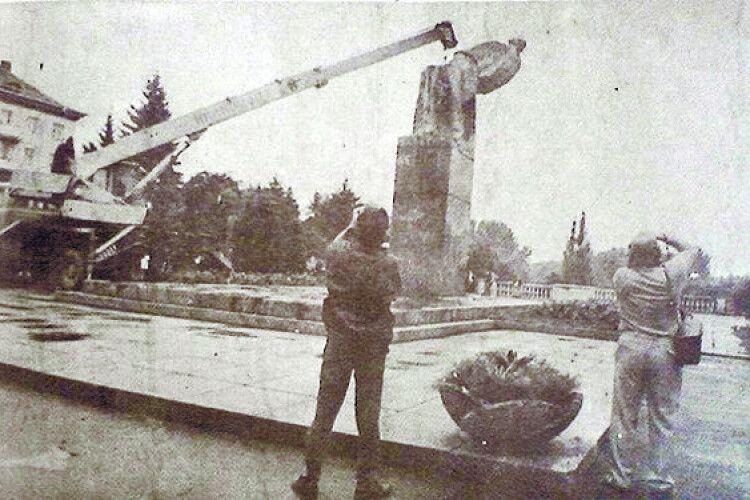 Осколки пам'ятника Леніну брали на сувеніри