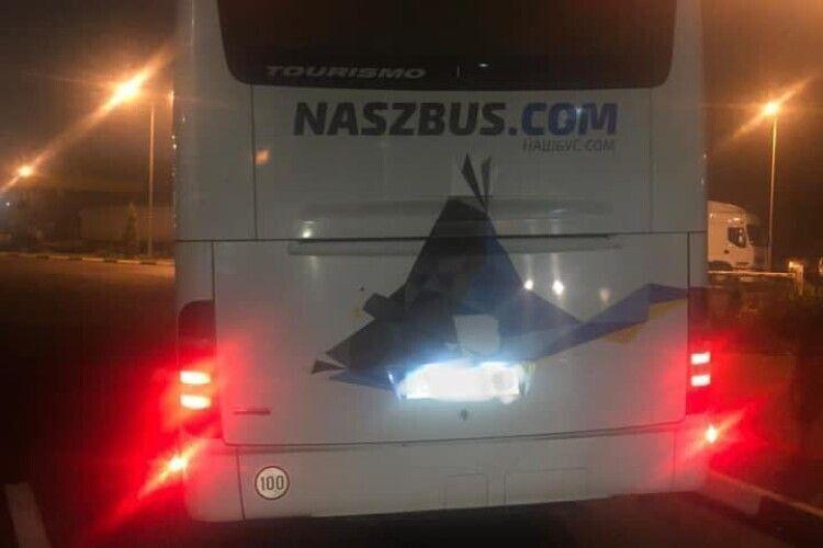 На «Ягодині» до Польщі не пустили автобус з України, бо пасажир заявив, що хворий на коронавірус