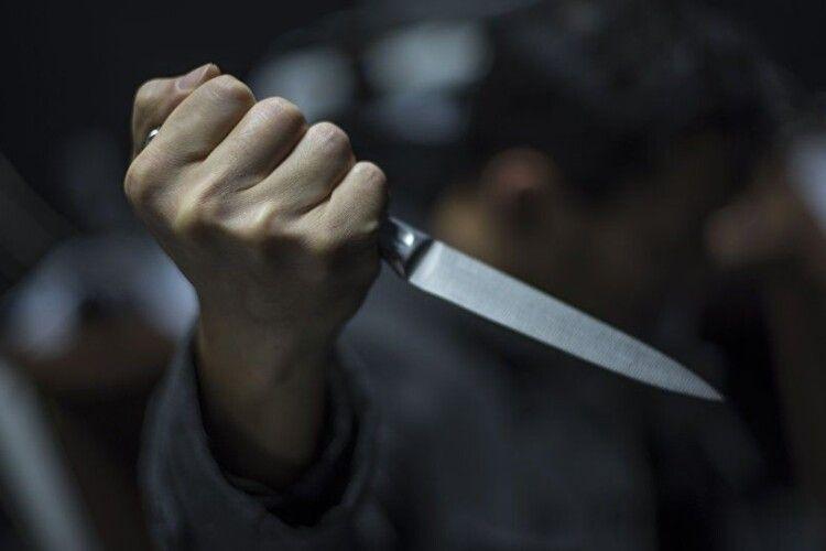 Судили лучанина, який штрикнув товариша ножем через ревнощі до дружини