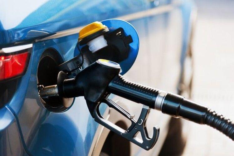 На АЗС продовжують дорожчати бензин та дизпальне