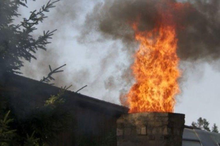 У селянській садибі на Рівненщині згоріли запаси сіна і зерна