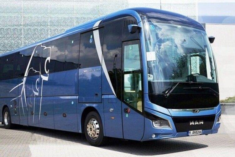 Захист київського «Динамо» тепер буде сама надійність: клуб купив новенький німецький автобус