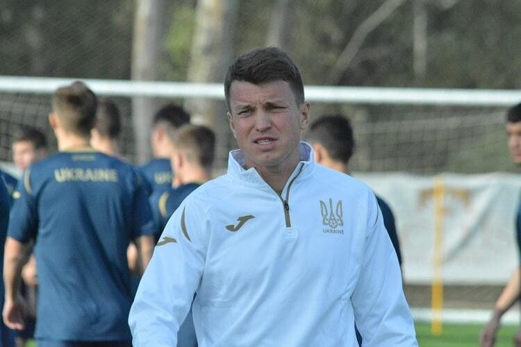 Молодіжну збірну України з футболу ще рік тренуватиме Руслан Ротань