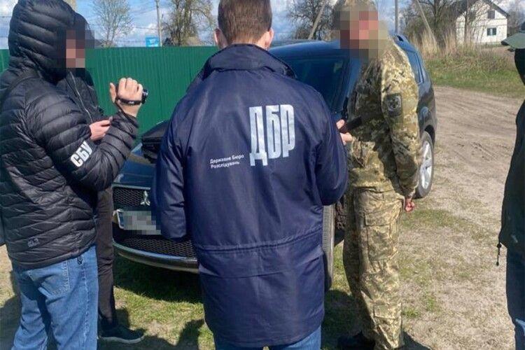 Луцькому прикордоннику, якого викрили на корупції, повідомили про підозру