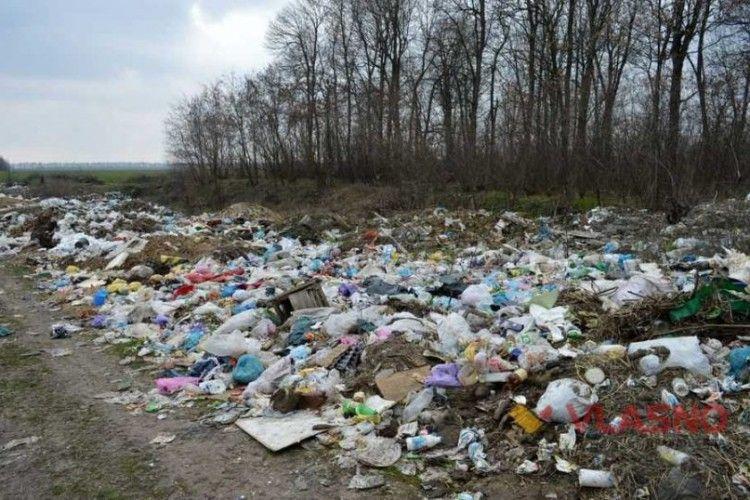 Сміття і далі викидатимуть у ліс: в Горохівському районі відмовились від 22 мільйонів гривень на будівництво сміттєзвалища