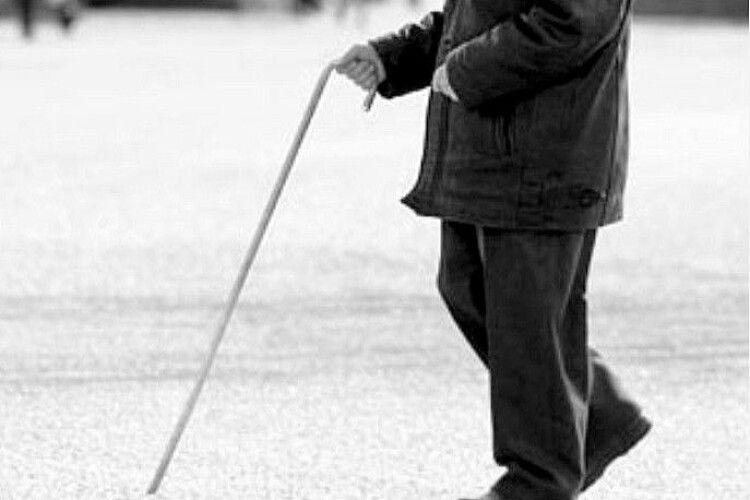 На Волині поліцейські повернули додому заблукалого дідуся