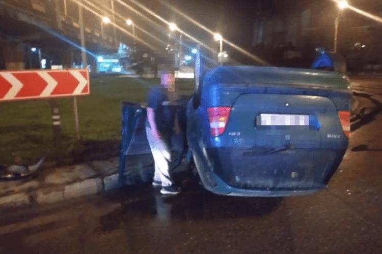 Їхав за пивом: водій перевернувся автомобілем, вибив вікно й втікав від копів (Відео моменту)