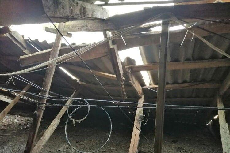 Провайдер встановив обладнання, яке шкодить опорам даху: лучанам затоплює квартири (Фото)