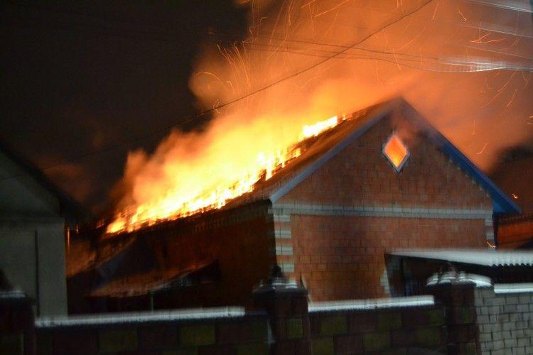 Рятувальники показали відео із учорашньої пожежі у Рівненському районі