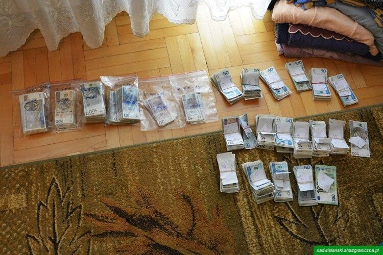 Польські та українські прикордонники викрили виробників контрабандних сигарет (Фото)