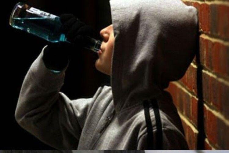 Рятували батьки і медики: на Рівненщині 8-річна дитина отруїлася алкоголем