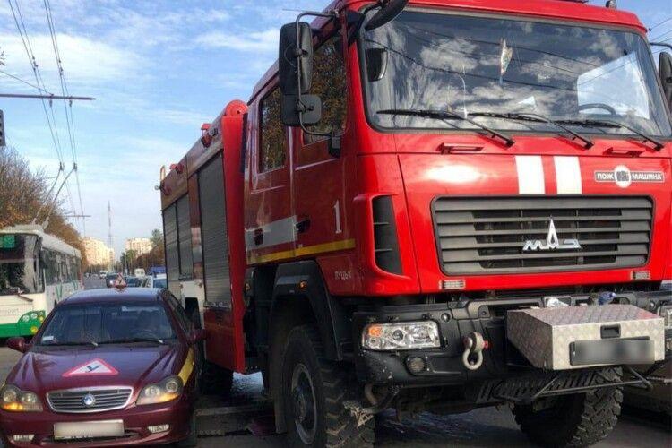 Volkswagen не пропустив пожежний автомобіль: у Луцьку подвійна ДТП