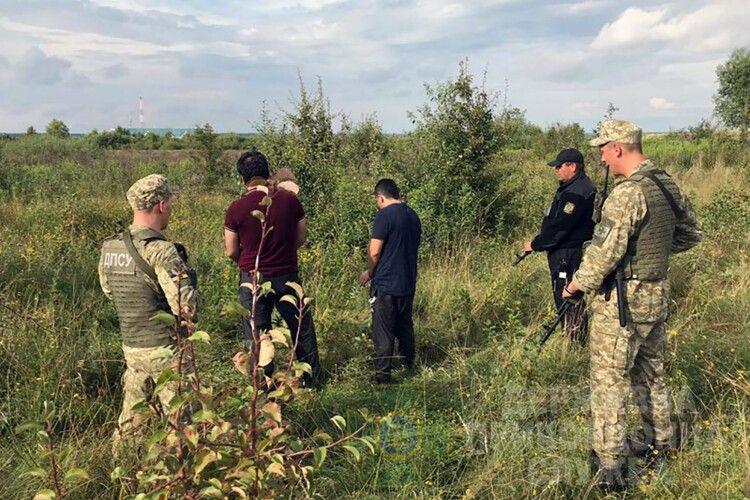 8 іноземців та один українець «штурмували» кордон (Фото)