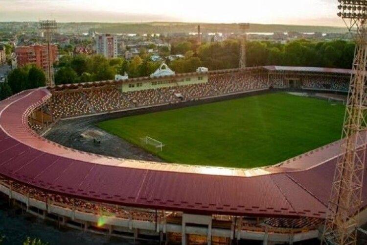 Польське Замостя вирішило розірвати спільний проєкт з Тернополем через перейменування стадіону на честь Шухевича