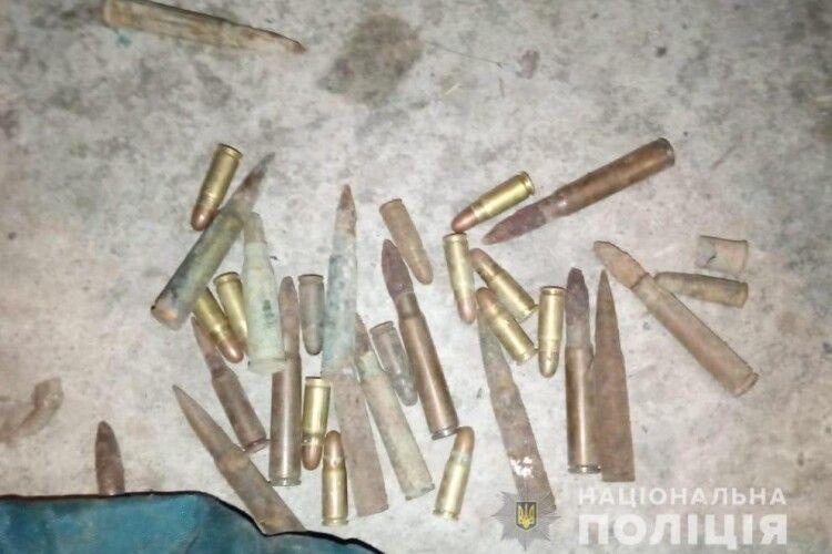 У Луцьку поліція вилучила в чоловіка снаряд