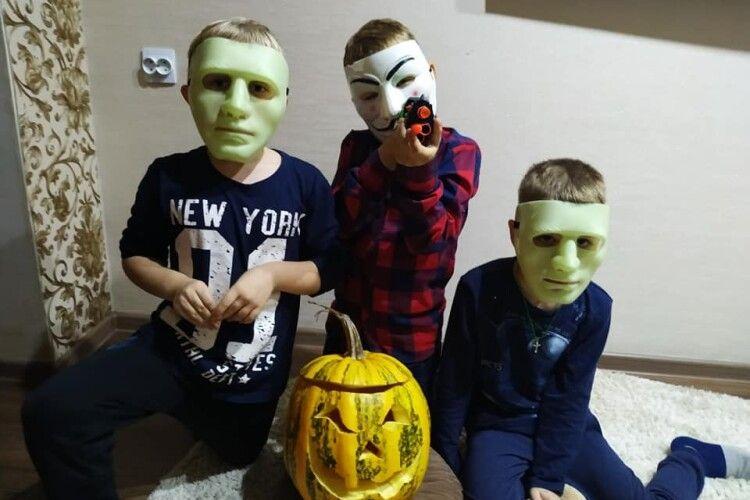 Мешканці Володимира та Нововолинська перевтілилися до Хелловіну (Фото)