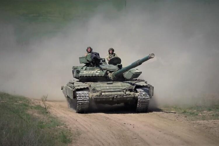 Український модернізований танк Т-72 випробували під водою (Відео)