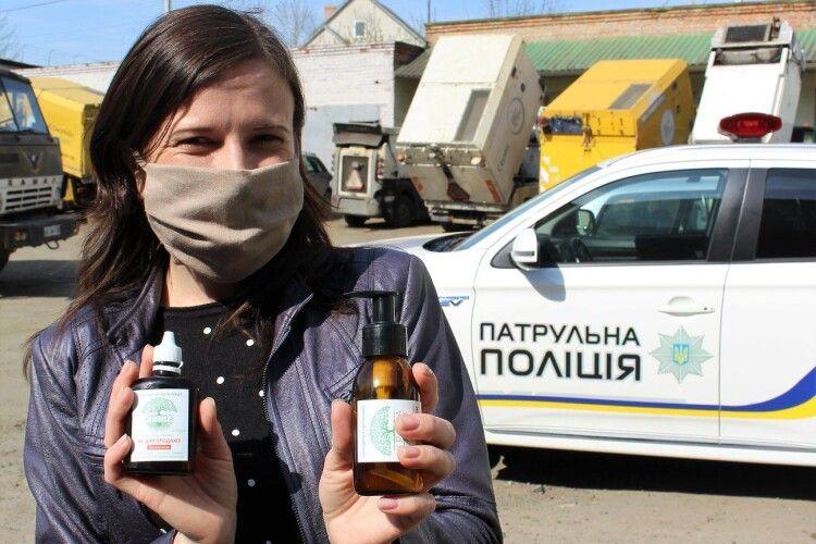 Патрульні поліцейські роздавали в Луцьку маски та антисептики замість складати протоколи