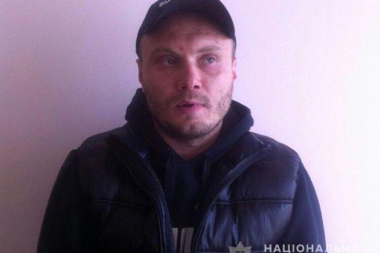 Поліція розшукує 39-річного лучанина за скоєння розбою та вимагання