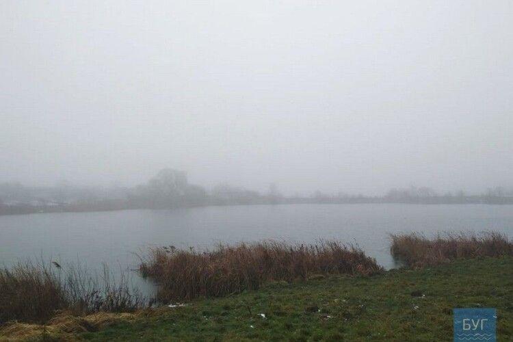 На Волині в озері знайшли тіло молодої жінки