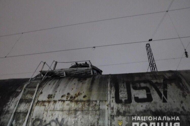 У Львові 15-річну дівчину вбило струмом під час селфі на вагоні поїзда