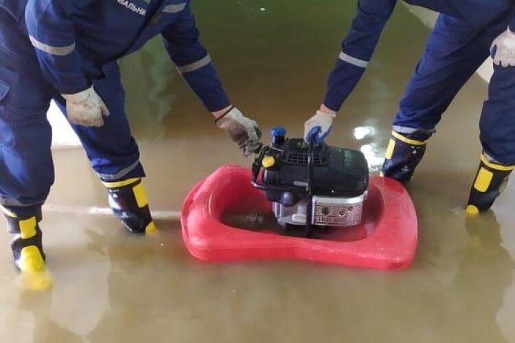 Волинські рятувальники допомагають постраждалим у Карпатському регіоні