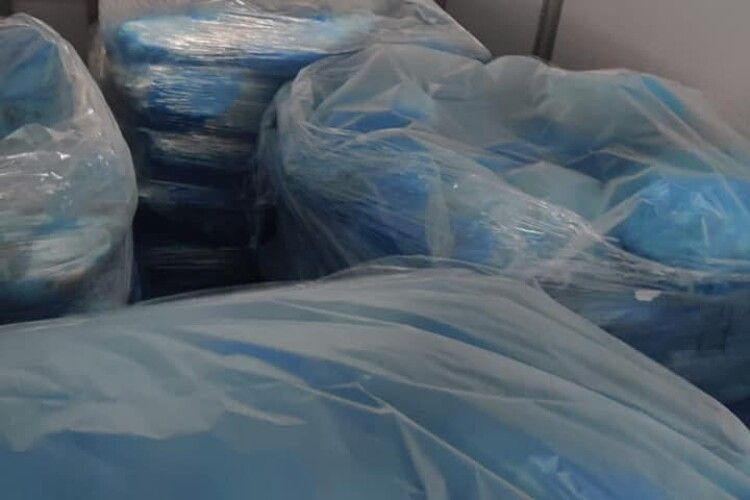 На волинській митниці затримали фуру із 21 тонною польського сала (Фото)