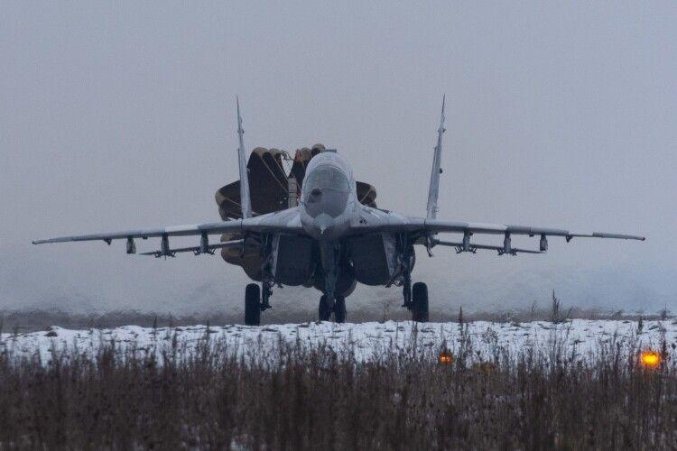Винищувачі повернулися на луцький аеродром після бойового чергування над Азовським морем (Фото)