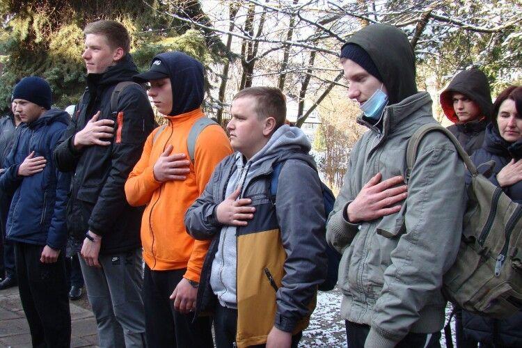 В Шацьку юнаків урочисто провели на строкову військову службу (Фото)