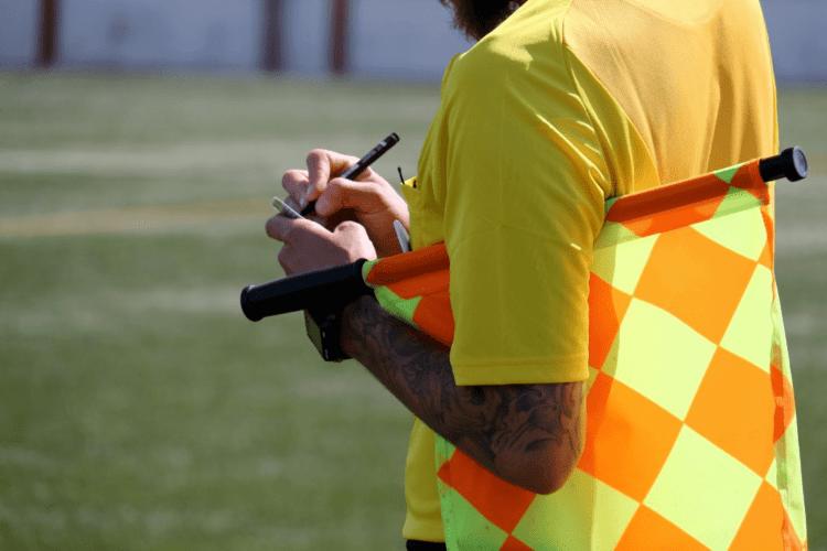 В Україні футбольний суддя покарав тренера за прохання розмовляти українською