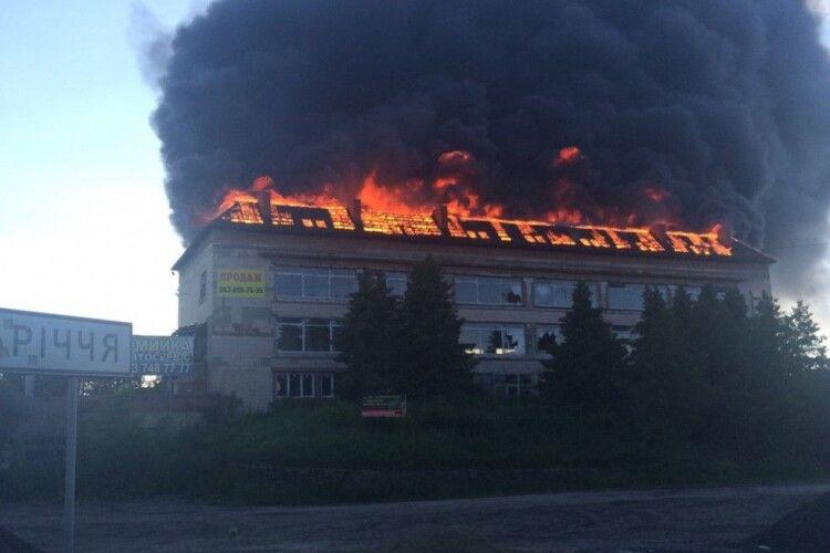 Неподалік Володимира-Волинського горить колишній ресторан